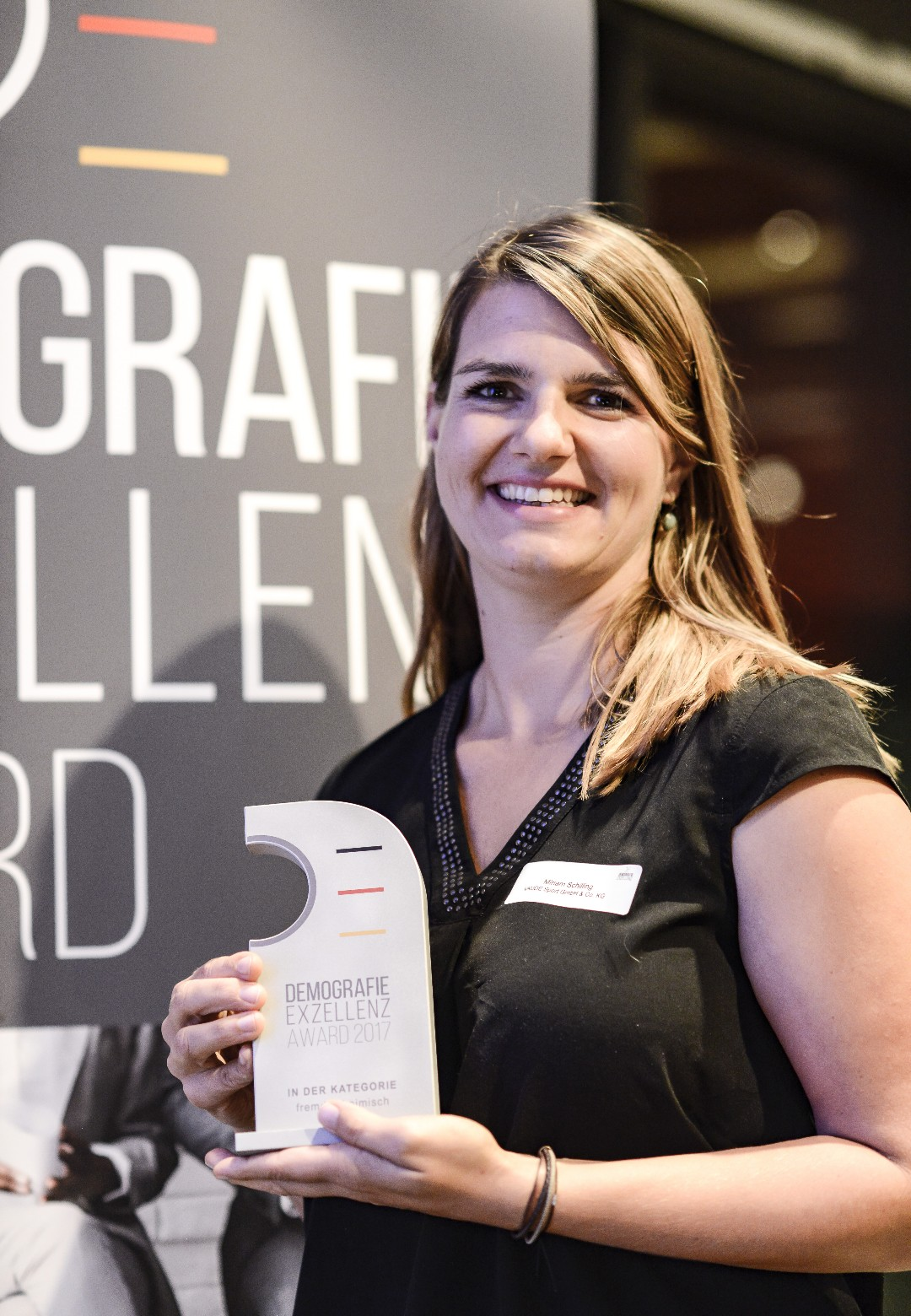 VAUDE Personnel Manager Miriam Schilling proudly accepted the award at the Hotel InterContinental in Berlin.